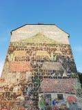Graffiti von Häusern auf einer Hausmauer Stockfoto