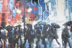 Graffiti, welche die Leute herum gehen unter Regenschirme darstellen stockbild