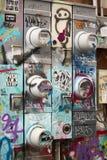 Graffiti zakrywający Electical panel i pudełka Fotografia Stock