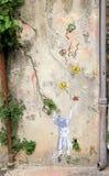 Graffities на винтажной стене в старом городке славного, Франции Стоковое Фото