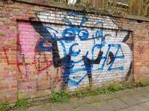 Graffitigezicht op een muur bij de spookstad Doel, België royalty-vrije stock afbeelding
