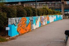 Graffitikunst, die auf einer Stützmauer während Artprize gemalt wird Lizenzfreie Stockbilder