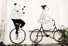 Graffitikunstwerk met fietsers de muren van oude gebouwen van Bels Royalty-vrije Stock Foto
