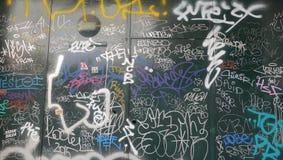 Graffitistür lizenzfreie stockfotografie