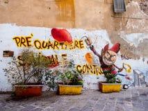Graffitti в узких проходах или Carruggi вокруг города Генуи в Италии Стоковые Изображения