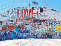 Graffitti en el muro de cemento Imágenes de archivo libres de regalías