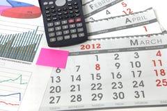 Grafici con il calendario ed il calcolatore Immagini Stock