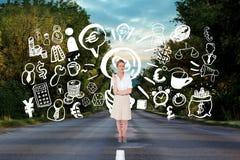 Grafici del disegno della donna di affari sulla strada Fotografie Stock