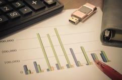 Grafici di carta finanziari Immagini Stock Libere da Diritti