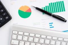Grafici di carta finanziari Fotografia Stock