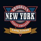 Grafici di tipografia della maglietta delle state college di Brooklyn Fotografia Stock Libera da Diritti