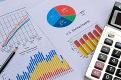 Grafici e grafici di affari con la penna ed il calcolatore Immagine Stock Libera da Diritti