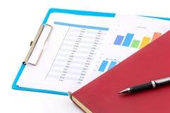 grafici finanziari e grafici commerciali, libro e nota Fotografie Stock Libere da Diritti
