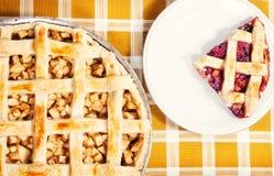 Grafici a torta della ciliegia & del Apple Fotografie Stock Libere da Diritti