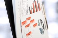 Grafici variopinti, grafici, ricerca di mercato e fondo del rapporto annuale di affari, progetto della gestione, pianificazione d Fotografie Stock