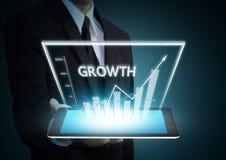 Grafico di crescita su tecnologia della compressa Fotografia Stock Libera da Diritti
