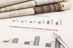 Grafico e grafico, profitti cumulativi di futuro Fotografia Stock Libera da Diritti