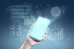 Grafico finanziario sul fondo dell'estratto di tecnologia Tenuta della mano Fotografia Stock Libera da Diritti