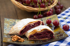 Grafico a torta casalingo della ciliegia Fotografie Stock Libere da Diritti