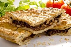 Grafico a torta della pasta sfoglia con bistecca tritata Immagine Stock Libera da Diritti