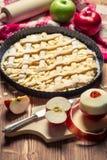 Grafico a torta di Apple con la frutta fresca Fotografia Stock