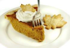 Grafico a torta di zucca con panna montata Fotografia Stock Libera da Diritti