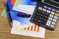 Grafiek, Calculator & Pen Stock Afbeeldingen