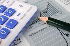 Grafiek en grafiek, met potlood en calculator Royalty-vrije Stock Foto