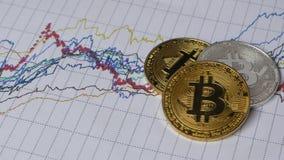 Grafiek en rentabiliteitslijsten van bitcoin in het land stock videobeelden