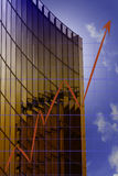 Grafiek en wolkenkrabber Stock Afbeeldingen