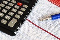 Grafiek met calculator stock afbeelding