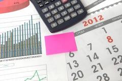 Grafiek met kalender en calculator Royalty-vrije Stock Afbeeldingen