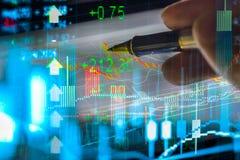 Grafiek van effectenbeursgegevens en financieel met de mening van LEIDEN vertoningsconcept dat geschikt voor achtergrond, achterg Stock Fotografie