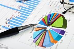 Grafieken en grafieken van verkoop Stock Foto's