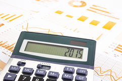Grafiekenachtergrond met het aantal van 2015 op calculator Stock Afbeeldingen