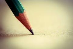 Grafietpen point op een Document Blad extreme close-up Stock Afbeeldingen