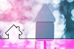 Grafiki domowa ikona i modela domowy drewno tworzymy z krokiem monety Fotografia Stock