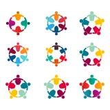 Grafiki grupowy łączyć, ludzie Podłączeniowego logo setu, Drużynowa praca w okręgu mienia rękach, Biznesowy osoby spotkanie w to  ilustracja wektor