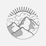 Grafische Landschaft Minimalistic mit Bergen, Wolken und der Sonne Lizenzfreie Stockfotos