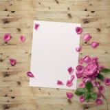 Grafische mit Blumenauslegung Feld mit Blumen und Grenze Art und Weiseabbildung Lizenzfreies Stockfoto