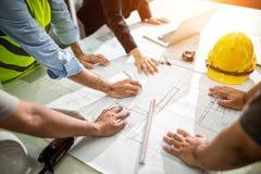 Grafische Planung Team Engineer-Zeichnung Innenschaffung proj lizenzfreies stockbild