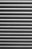 Grafische textuur in zwart-wit abstract gestreept patroon Zonneblinden op het venster met het stof op de lichte stroken Royalty-vrije Stock Afbeelding