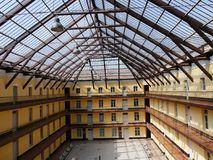 Grafisches Foto auf der Überdachung und die Halle des familistère stockfotos