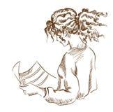 Grafisches Mädchen, das eine Zeitung liest Lizenzfreies Stockfoto