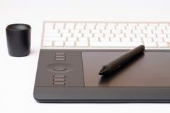 Grafisches Tablet Digital mit grafischem Stift Lizenzfreie Stockfotos