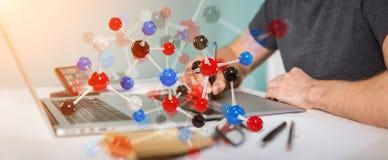 Grafisk formgivare som använder den moderna tolkningen för molekylstruktur 3D stock illustrationer