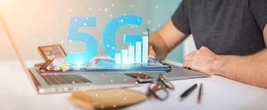 Grafisk formgivare som använder nätverket 5G på tolkningen för kontor 3D Royaltyfri Bild