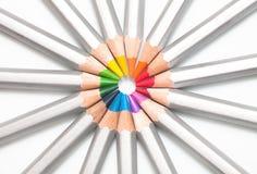 Grafit färgad blyertspennor fodrad cirkel arkivbilder