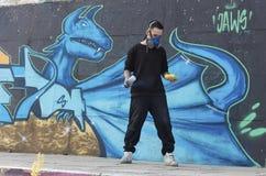 Grafitti av den blåa draken Stads- kultur för grafittigata för konst färgrik räknad vägg arkivbild