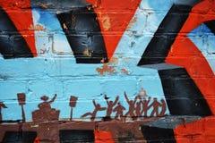 Grafitti färgrik vägg på en gammal byggnad, del av staden, var konstnärer dekorerade de gamla byggnaderna och fabriksväggarna Royaltyfri Bild